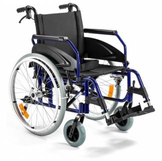 Foldbar kørestol lavet af aluminium med tromlebremser